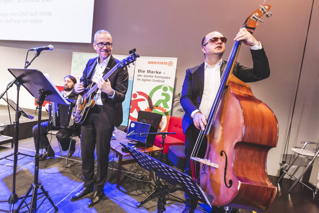 corporate culture jam identifire band musik