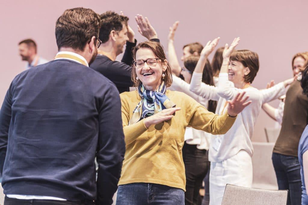 corporate culture jam teilnehmer tanzen